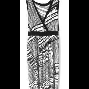 Avenue black/white flowy maxi dress sz 30/32